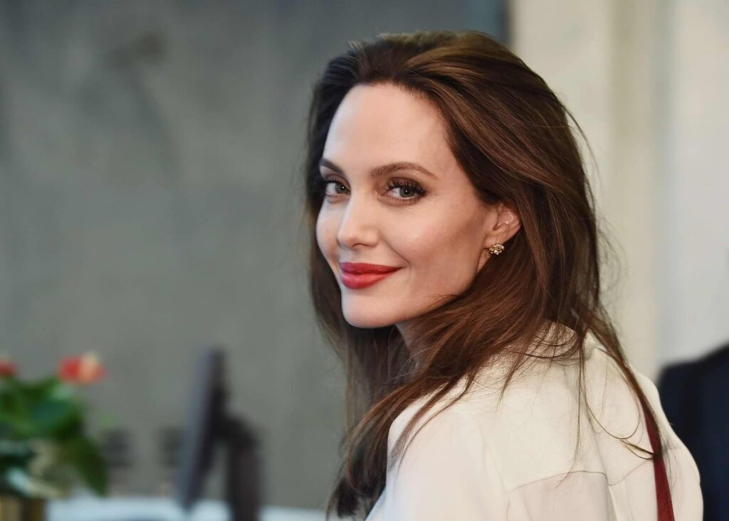 Angelina Jolie – Know Her Personal Life from Relationships to Achievements